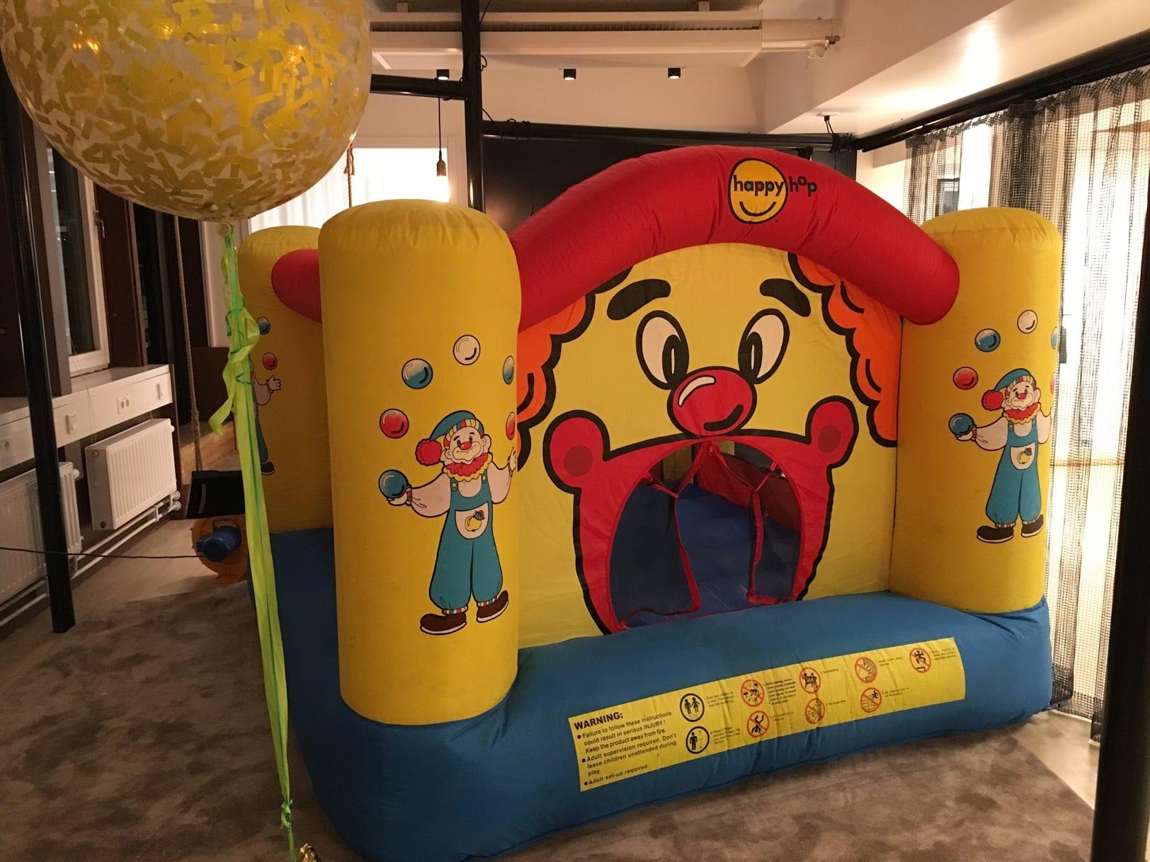 Hyra-liten-hoppborg-clown