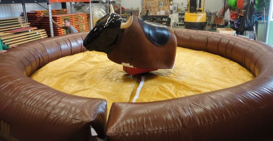 Hyra-mekanisk-rodeo-tjur-bullride-stockholm