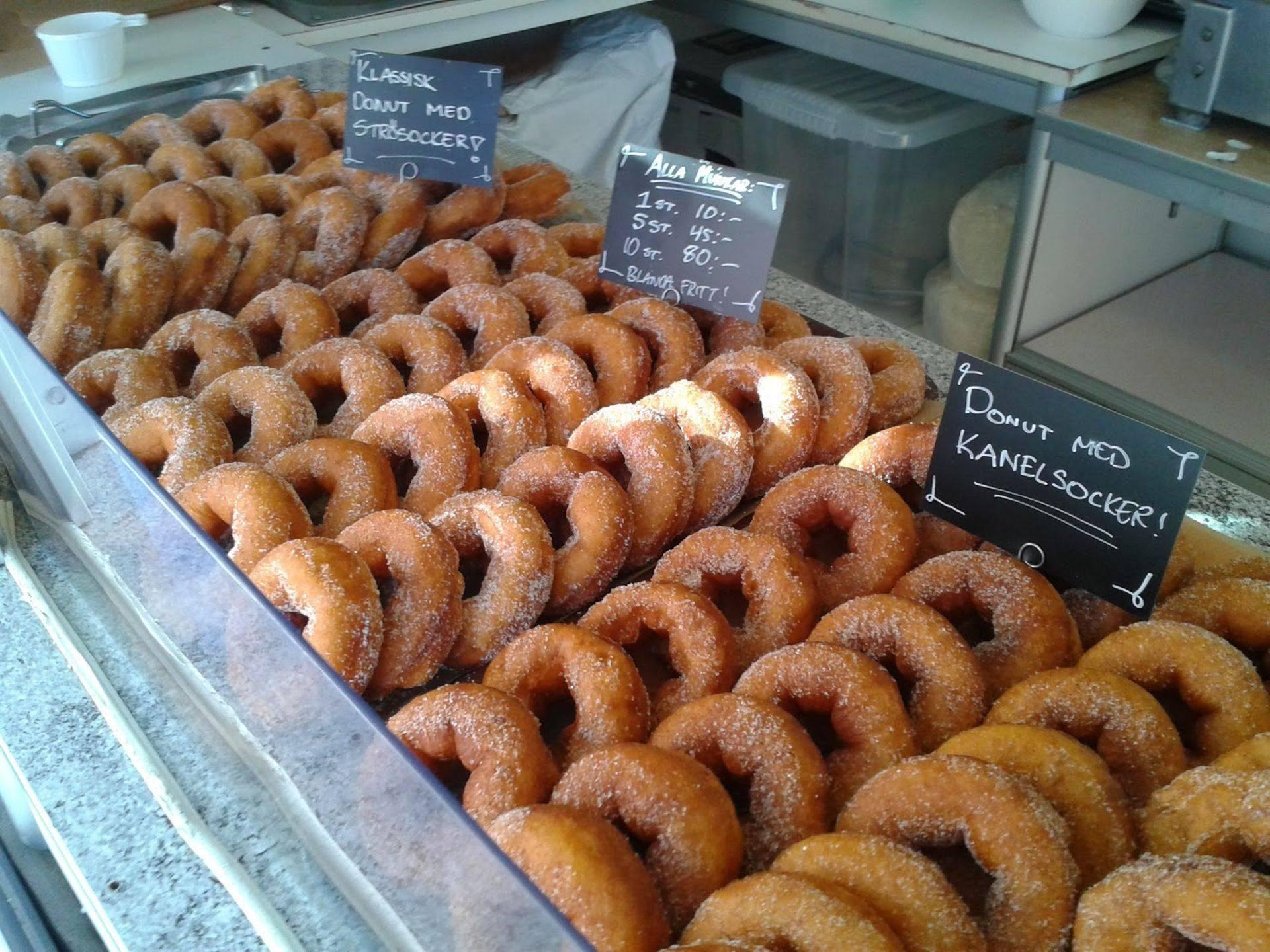 Munkar-sockermunk-donuts-nybakade-munkmaskin
