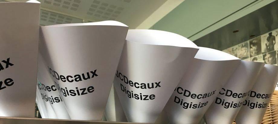 Popcornstrutar-med-tryck-JCDecaux-digisize